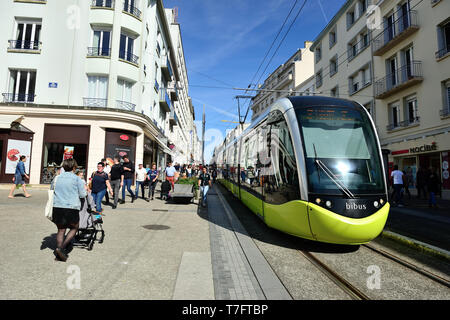 Brest (Brittany, north-western France): tram and pedestrians in 'rue de SiamÓ street, in the city centre - Stock Photo
