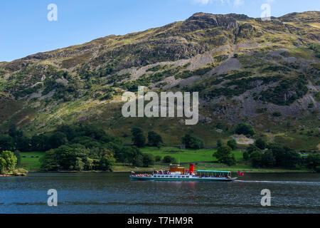 """Lake steamer """"Lady of the Lake"""" travelling north-east on Ullswater in the Lake District National Park, Cumbria, England, UK - Stock Photo"""