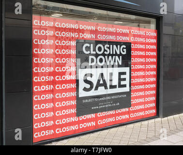 St Austell Peacocks shop Closing Down sign. Metaphor economic slow-down, falling sales, retail and high street crisis casualties, death of high street - Stock Photo