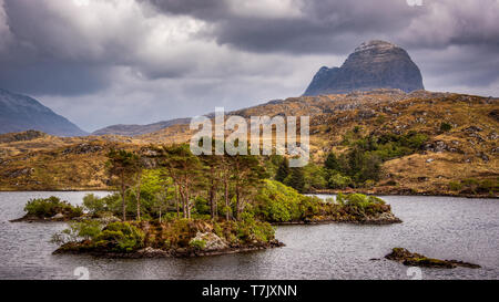 The most famous of all the Assynt mountains in northern Scotland is the mighty Suilven, a 731m high, 2km long rocky ridge rising straight up from sea  - Stock Photo