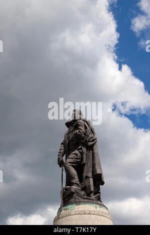 Soviet War Memorial, war memorial and military cemetery in Berlin's Treptower Park - Stock Photo