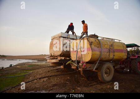 Beed, Maharashtra, India. 3rd May, 2019. Water Trucks seen filling from Bindusara Lake which hardly has any water left.Drought hit Khokarmoha entire region and there is absolutely no water for human beings, most of the Farmers have their cattle kept in the Camps till the rains. People depend on Tank water provided by the Gov't to Villages, the water isn't clean and they get it once in 2days while some Villages once in 5 days. Beed, India. Credit: Sandeep Rasal/SOPA Images/ZUMA Wire/Alamy Live News - Stock Photo