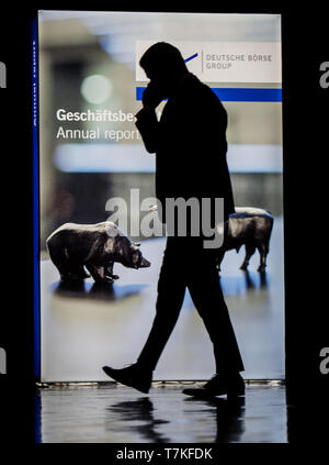 08 May 2019, Hessen, Frankfurt/Main: A man walks past a Deutsche Börse operator with 'bull and bear'. The Annual General Meeting of Deutsche Börse AG is held in the Jahrhunderthalle. Photo: Andreas Arnold/dpa - Stock Photo