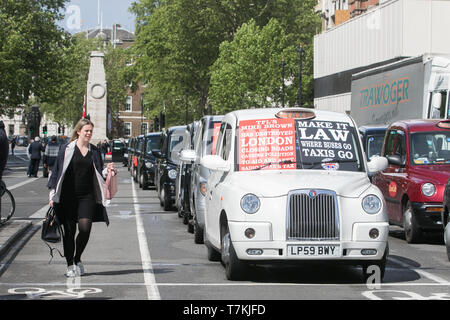London, UK. 8th May, 2019. Black cab drivers stage a protest in Westminster blocking access to Parliament Square to protest against the congestion charge imposed by London TFL by banning them from parts of London  in order to improve air quality and cut  pollution Credit: amer ghazzal/Alamy Live News - Stock Photo