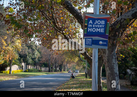 Johannesburg, South Africa, 7th May, 2019. A DA election poster is seen in Emmarentia on the eve of national elections, May 8. Credit: Eva-Lotta Jansson/Alamy - Stock Photo