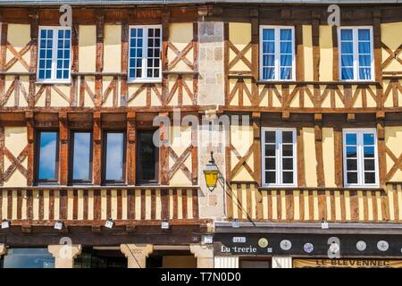 France, Cotes d'Armor, Treguier, historical centre, half timbered houses (15th and 16th centuries) - Stock Photo