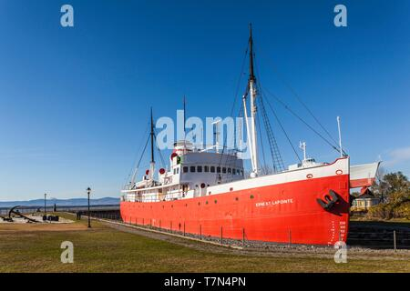 Canada, Quebec, Chaudiere-Appalaches Region, L'islet-sur-Mer, last Canadian steam powered ice breaker Ernest Lapointe outside the Maritime Museum - Stock Photo