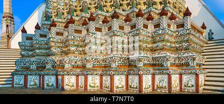 Beautiful closeup view of War Arun a Buddhist temple in Bangkok Yai district of Bangkok, Thailand. Panorama - Stock Photo
