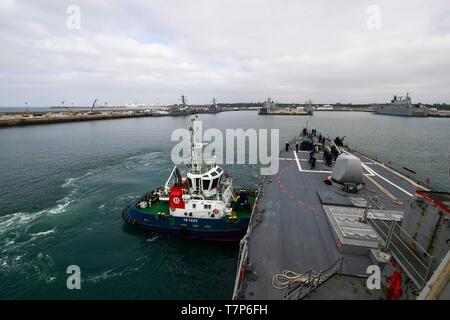 190505-N-QR145-042  NAVAL STATION ROTA, Spain (May 5, 2019) - A tugboat assists the Arleigh Burke-class guided-missile destroyer USS Ross (DDG 71) while arriving at Naval Station Rota, Spain, May 5, 2019. Ross, forward-deployed to Rota, Spain, is on its eighth patrol in the U.S. 6th Fleet area of operations in support of U.S. national security interests in Europe and Africa. (U.S. Navy photo by Mass Communication Specialist 2nd Class Krystina Coffey/Released) - Stock Photo