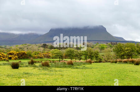 Benbulbin, or Benbulben, a large flat-topped rock formation  veiled by low hanging clouds, Mullaghmore Peninsula, County Sligo, Republic of Ireland. - Stock Photo