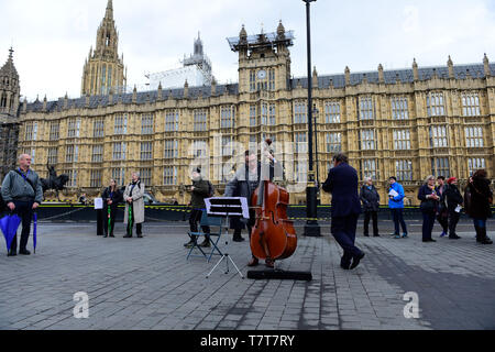 London, UK. 8th  May, 2019. Dash Arts, anti-Brexit European Flash Mob, Outside Westminster Abbey, performing a 5 minute extract from Bethoven's 9th (Ode to Joy) celebrating the enduring links between UK and Europe Credit: Van Quan/Alamy Live News - Stock Photo