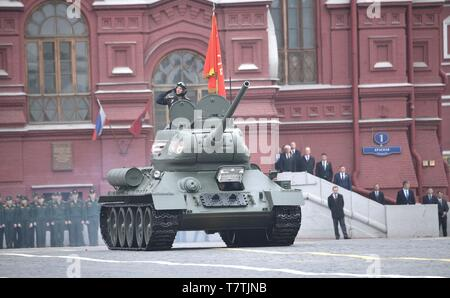 Moscow, Russia. 09th May, 2019. Russian soldiers parade past the review stand in a WWII era tank during the annual Victory Day military parade marking the 74th anniversary of the end of World War II in Red Square May 9, 2019 in Moscow, Russia. Russia celebrates the annual event known as the Victory in the Great Patriotic War with parades and a national address by President Vladimir Putin. Credit: Planetpix/Alamy Live News - Stock Photo