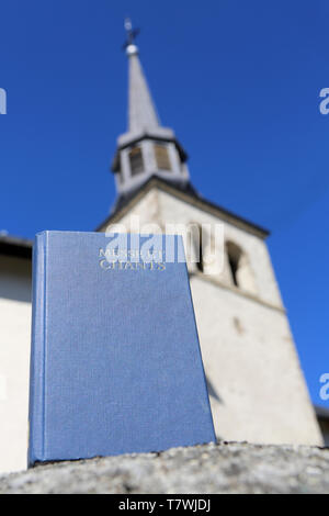 Livre de messe et chants. Eglise Saint-Nicolas de Véroce. - Stock Photo