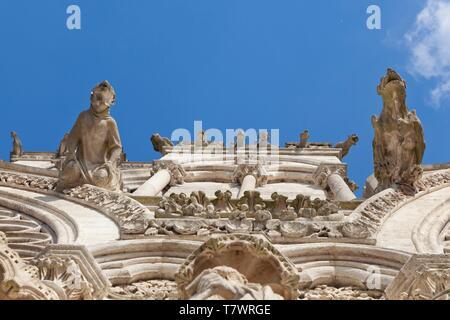 France, Somme, Amiens, Notre Dame Cathedral of Amiens listed as World Heritage by UNESCO, gargoyles on the facade of the cathedral - Stock Photo