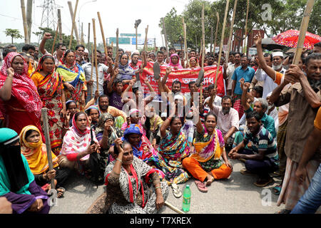 Dhaka, Bangladesh - May 08, 2019: Jute mill workers staged demonstrations stretching from Demra to Jatrabari in Dhaka, Bangladesh on May 08, 2019 to p - Stock Photo
