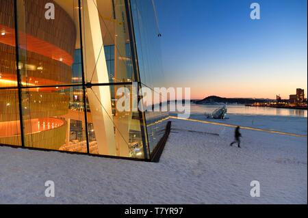 Norway, Oslo, dock area of Bjorvika, the Opera under the snow, designed by the architecture firm Snohetta including Tarald Lundevall, and Floating art iceberg on the waterfront - Stock Photo