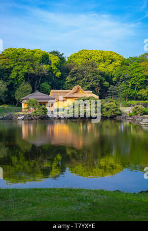 Japan Tokyo The Rest House And The Pond Of The Hama Rikyu Ancient City Garden Stock Photo Alamy