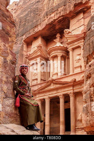 Jordanian Army Soldier in front of The Treasury (Al-Khazneh), Petra, UNESCO World Heritage Site, Ma'an Governorate, Jordan, Middle East - Stock Photo