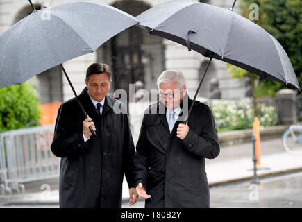 Laibach, Slovenia. 09th May, 2019. President Frank-Walter Steinmeier (r) is welcomed by the President of the Republic of Slovenia, Borut Pahor. The Federal President visits Slovenia for two days. Credit: Britta Pedersen/dpa-Zentralbild/dpa/Alamy Live News - Stock Photo