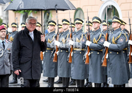 Laibach, Slovenia. 09th May, 2019. President Frank-Walter Steinmeier is welcomed with military honours by the President of the Republic of Slovenia. The Federal President visits Slovenia for two days. Credit: Britta Pedersen/dpa-Zentralbild/dpa/Alamy Live News - Stock Photo