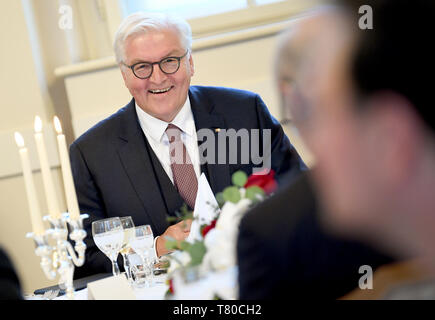 Laibach, Slovenia. 09th May, 2019. President Frank-Walter Steinmeier listens to the dinner speech of the President of the Republic of Slovenia. The Federal President visits Slovenia for two days. Credit: Britta Pedersen/dpa-Zentralbild/dpa/Alamy Live News - Stock Photo