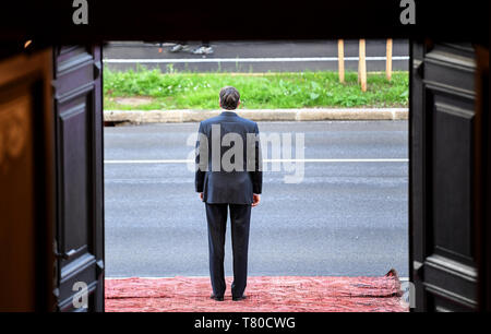 Laibach, Slovenia. 09th May, 2019. The President of the Republic of Slovenia, Borut Pahor, is waiting for the arrival of the Federal President. The Federal President visits Slovenia for two days. Credit: Britta Pedersen/dpa-Zentralbild/dpa/Alamy Live News - Stock Photo