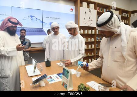 Beijing, Kuwait. 4th Apr, 2019. People try the Huawei P30 Series in Farwaniya Governorate, Kuwait, April 4, 2019. Over 3,000 exhibitors from more than 100 countries and regions will participate in the 21st China Hi-Tech Fair (CHTF) in November, 2019. Credit: Asad/Xinhua/Alamy Live News - Stock Photo