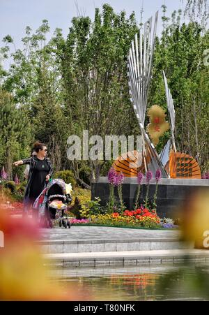 Beijing, China. 10th May, 2019. People visit the Hebei Garden during the 'Hebei Day' theme event held as part of the Beijing International Horticultural Exhibition in Yanqing District, Beijing, capital of China, May 10, 2019. Credit: Li Xin/Xinhua/Alamy Live News - Stock Photo