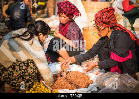 Market stall owned by Pa-O tribe, Ywama Market, Inle Lake, Shan State, Myanmar (Burma), Asia - Stock Photo