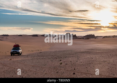 Expedition jeep in Northern Chad, Africa - Stock Photo