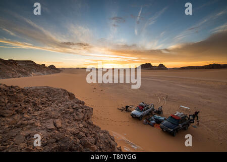 Expedition jeeps in Northern Chad, Africa - Stock Photo