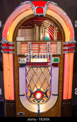 Retro jukebox: Music and Dance in bars in the 1950s. - Stock Photo