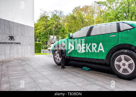 Germany, Berlin-Tiergarten. 9th May 2019.. DEKRA vehicle inspection company installs giant inflatable cars outside  the Baden-Württemberg State Ministry building. The inflated vehicles are part of a road safety campaign to demonstrate a child's view of traffic. credit: Eden Breitz/Alamy - Stock Photo