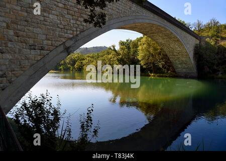 France, Alpes de Haute Provence, Parc Naturel Regional du Verdon (Natural Regional Park of Verdon), Greoux les Bains, bridge over the banks of the Verdon river - Stock Photo
