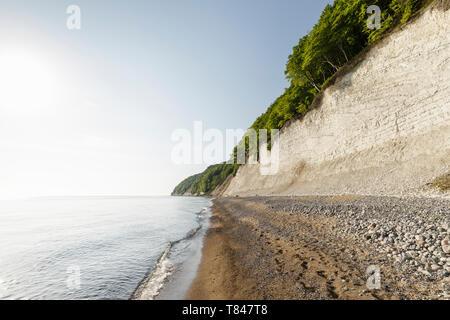 Landscape with beach and chalk cliffs, Jasmund National Park, Sassnitz, Rugen, Mecklenburg-Vorpommern, Germany - Stock Photo