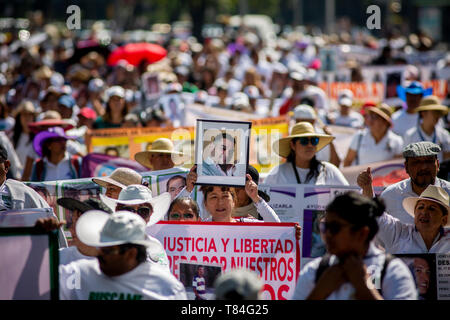 Mexico City, Mexico. 10th May, 2019. Numerous women march with pictures of displaced relatives in a protest, through which they demanded information about the fate of their children and relatives. In Mexico, about 40,000 people are considered missing. Many may have been killed. They are often victims of powerful drug cartels and crime syndicates. Credit: Jair Cabrera Torres/dpa/Alamy Live News - Stock Photo