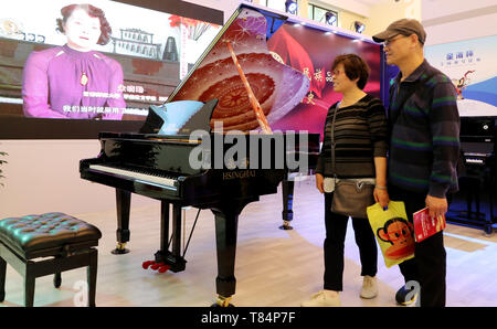 Beijing, China. 10th May, 2019. Visitors pass by a Hsinghai piano during China Brand Day 2019 at Shanghai Exhibition Center in Shanghai, east China, May 10, 2019. Credit: Fang Zhe/Xinhua/Alamy Live News - Stock Photo