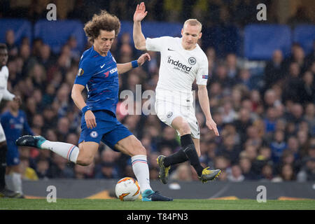 London, Grossbritannien. 11th May, 2019. David LUIZ (left, Chelsea) versus Sebastian RODE (F), Action, duels, Soccer Europa League, Semifinals, Chelsea FC (Chelsea) - Eintracht Frankfurt (F) 4: 3 nE, 9/05/2019 in London/United Kingdom. | Usage worldwide Credit: dpa/Alamy Live News - Stock Photo