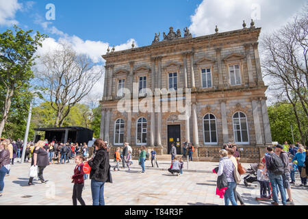 Glasgow, Scotland, UK. 11th May, 2019. Langside Hall is the finishing point of the procession through the streets of Shawlands to launch the start of Southside Fringe 2019. Credit: Skully/Alamy Live News - Stock Photo
