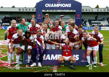 Boreham Wood, UK. 11th May, 2019. BOREHAMWOOD, United Kingdom - May 11: Arsenal Team with Trophy during Women's Super League match between Arsenal and Manchester City Women FC at Meadow Park Stadium , Boredom Wood on 11 May 2019 in Borehamwood, England  Credit Action Foto Sport - Stock Photo