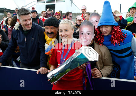 Boreham Wood, UK. 11th May, 2019. BOREHAMWOOD, United Kingdom - May 11: Leah Williamson of Arsenal with family and Trophy during Women's Super League match between Arsenal and Manchester City Women FC at Meadow Park Stadium , Boredom Wood on 11 May 2019 in Borehamwood, England  Credit Action Foto Sport - Stock Photo