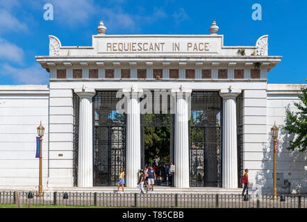 Entrance to Cementerio de la Recoleta (La Recoleta Cemetery), whera Eva Peron is entombed, Buenos Aires, Argentina - Stock Photo