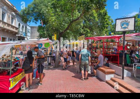 The Feria de San Telmo, a Sunday market in the Plaza Dorrego, San Telmo, Buenos Aires, Argentina - Stock Photo