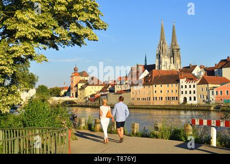 Germany, Bavaria, Upper Palatinate, Regensburg, historical center listed as World Heritage by UNESCO, old stone bridge (Steinerne Brücke) on the Danube river with Brückturm-Museum (Bridge tower museum) and St. Peter's cathedral (Dom St. Peter) - Stock Photo