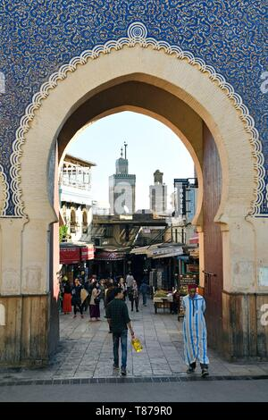 Morocco, Middle Atlas, Fes, Imperial City, Fes el Bali District, medina listed as World Heritage by UNESCO, panoramic view of the medina (old city), Bab Bou Jeloud (Bab-Boujloud) gate, one of the 14 gate of the old city - Stock Photo