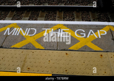 Mind The Gap warning sign on London Fields station platform, Hackney, London - Stock Photo