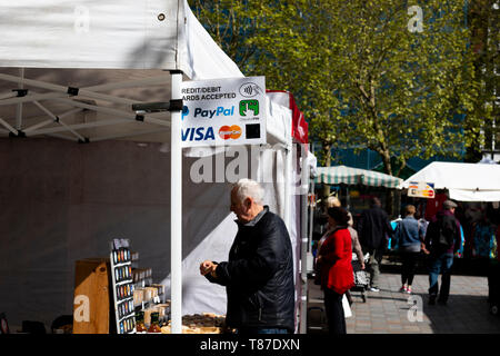 payment method options sign on market stall - Stock Photo