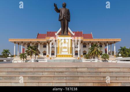 Laos, Vientiane, Kaysone Phomivan Museum, building exterior and statue of Kaysone Phomivan, former Lao Communist leader - Stock Photo