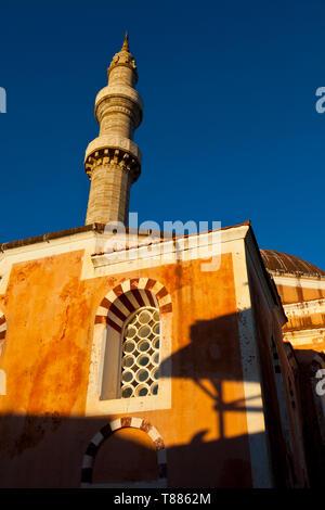 Mezquita de Soleiman El Magnífico en la ciudad medieval, Ciudad de Rodas, Isla de Rodas, Dodecaneso, Grecia, Mar Mediterráneo - Stock Photo