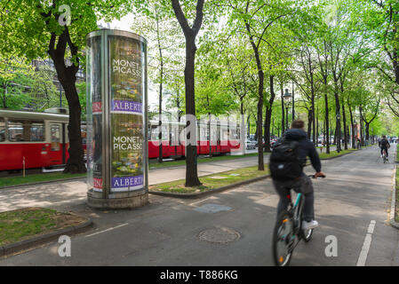 Vienna Ringstrasse, rear view of a man riding a bike on a cycle path next to the Ringstrasse in central Vienna, Wien, Austria. - Stock Photo